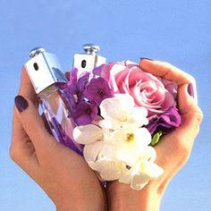 モテ女の新しい武器♡爪の香水ネイルコロンで魔法にかける♡ - Locari(ロカリ)