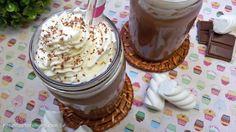 Chocolate e leite condensando, como não amar os dois juntinhos!! Essa receita de chocolate quente é incrível. Com um toque especial de chantilly. Confira!