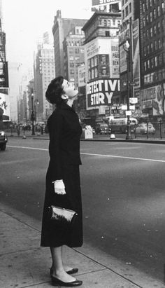 Audrey Hepburn in Times Square, New York City, 1951. Looks like Audrey was utterly baffled by this touristy-cheeseball portion of NYC, even back then. :p