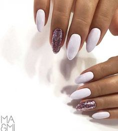Semi-permanent varnish, false nails, patches: which manicure to choose? - My Nails Pastel Nails, Blue Nails, White Nails, Acrylic Nails, My Nails, Gel Nails At Home, Garra, Super Nails, Almond Nails