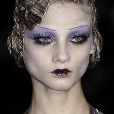 Anna Selezneva at Dior Fall 2009 Goth Makeup, Makeup Art, Beauty Makeup, Eye Makeup, Hair Makeup, Baddie Makeup, Makeup Goals, Makeup Inspo, Makeup Inspiration