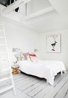 I Love The Bed  Plain White Spread With Colorful Pillows ベッドルームのアイデア,