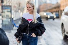 The Latest Street Style From New York Fashion Week via @WhoWhatWear Top Street Style, New York Fashion Week Street Style, Nyfw Street Style, Autumn Street Style, Cool Street Fashion, Street Style Women, Fashion Photo, Fashion Models, Fashion Outfits