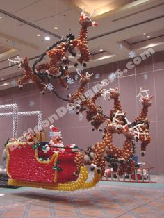 Christmas season means time for Santa, and this epic sleigh and reindeer are fantastic additions to any major event. Christmas Balloons, Merry Christmas, Christmas Decorations, Xmas, Holiday Decor, Balloon Ideas, Balloon Arch, Balloon Centerpieces, Centerpiece Decorations