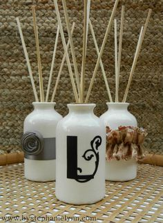 Make Your Own Aromatic Reed Diffusers: aceite vehículo, aceite esencial, vodka Vodka, Make Your Own, Make It Yourself, How To Make, Homemade Reed Diffuser, Limpieza Natural, Natural Living, Au Natural, Oil Diffuser
