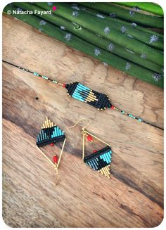 Triangle / arrow set - earrings + bracelet - made of macrame and miyuki delica seed beads - Black turquoise gold and red. © Natacha Fayard #macrame #set #bracelet #earrings #miyuki #delica #triangle #arrow #graphic #black #turquoise #gold #red #etsy