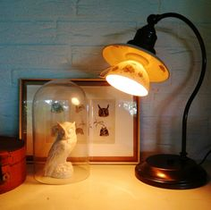 Table lamp 'Gyokuro' by Simone Burgler / Juffrouw Sproet (made from an old cup & saucer and a vintage fixture)