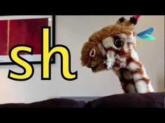 Geraldine the Giraffe learns the /sh/ sound Kindergarten Literacy, Early Literacy, Sh Sound, H Brothers, Phonics Videos, Letter Activities, Phonics Activities, Blends And Digraphs, First Grade Reading