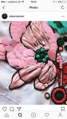 Verschiedene Techniken / Materialien ... #materialien #techniken #verschiedene Stickerei Couture Embroidery, Embroidery Fashion, Embroidery Fabric, Beaded Embroidery, Embroidery Stitches, Embroidery Patterns, Sewing Patterns, Knitting Stitches, Sewing Ideas
