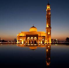 Dubai Mosque at Night, Ramadan 2014 In Dubai, Dubai City, Visit Dubai, Dubai Uae, Best Hotel Deals, Best Hotels, Dubai Destinations, Bon Ramadan, Allah
