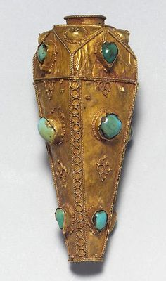 Persia | Large Seljuk turquoise-set gold necklace fitting | 12th century | Est. 4'000 - 6'000£ ~ (Oct '04)