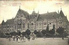 Lechner Ödön és Pártos Gyula, Kecskemét, Városháza, épült 1893 - 1896 között. A tervezők megfogalmazása szerint 'egy nagy magyar város első modern középületének művészi kialakításakor nem akarták azokat a műidomokat alkalmazni, amelyek legpraegnansabban mutatják Bécstől való függésünket, hanem inkább a régibb és dicsőbb múlt csapásain haladtak, melyből – épp városházák alakjában – hazánk felső vidékein igen érdekes műemlékek maradtak' Hungary, Old Photos, Barcelona Cathedral, Taj Mahal, Louvre, Building, Old Pictures, Vintage Photos, Buildings