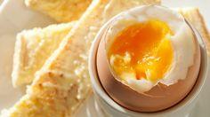 Jahrelang warnten Mediziner vor Eiern: Sie standen im Verdacht, den Cholesterinspiegel zu erhöhen. Ein Trugschluss, wie sich nun herausstellt.