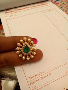 Saved by radha reddy garisa Gold Jhumka Earrings, Jewelry Design Earrings, Gold Earrings Designs, Gold Jewellery Design, Necklace Designs, Beaded Jewelry, Gold Jewelry, Latest Jewellery, Jewelry Patterns