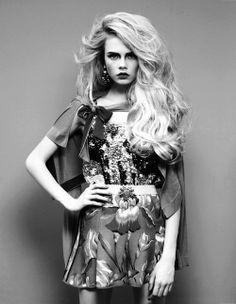 Das Bild konnte ich Euch nicht vorenthalten. Extensions in Extreme!!! Was man als Model oder auch als Frau von nebenan mit Extensions alles in Masse anstellen kann - eine absolut überwältigende blonde Löwenmähne - nicht ganz günstig, aber ein Knaller!!!! Hier für eine Modenschau!