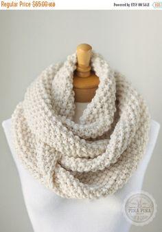 VERANO venta de punto infinito bufanda, bufanda infinity punto grueso en vainilla o crema, bufanda de punto gruesa, bufandas de círculo, hecho a mano invierno bufanda