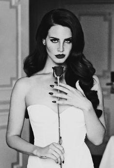 Lana del Rey.  Like the pose