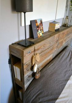 Western Decor 72198 Pallet headboard: 39 inspirations for your bedroom Diy Pallet Furniture, Rustic Furniture, Furniture Decor, Wood Headboard, Pallet Headboards, Headboard With Lights, Headboard Ideas, Headboard Designs, Western Decor