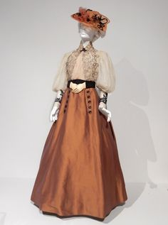 Crimson Peak's gothic romantic film costumes on display. Theatre Costumes, Movie Costumes, Tea Gown, Vintage Outfits, Vintage Fashion, Edith Cushing, Romantic Films, Picnic Dress, Crimson Peak