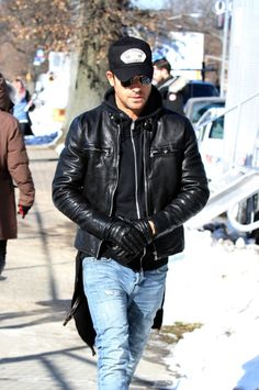 Choosing The Right Men's Leather Jackets. A leather coat is a must for every single guy's closet and is also an excellent method to express his personal design. Leather coats never ever head Best Leather Jackets, Men's Leather Jacket, Leather Gloves, Leather Men, Soft Leather, Leather Fashion, Mens Fashion, Fashion Trends, Trending Fashion