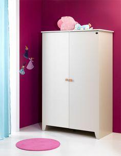 Grâce à son blanc épuré, cette armoire se mêlera à toutes les ambiances possibles.