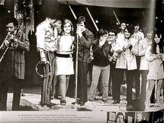 Despedida de RC do JG O Programa Jovem Guarda exibido pela TV Record canal 7 teve seu início em 22 de agosto de 1965 e em uma primeira fase teve o comando de Roberto Carlos até 17 de janeiro de 1968.