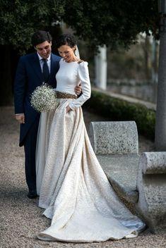 Un look chic et moderne ! On adore ! #weddindideas #inspirationmariage #mariage #weddingdress