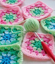 Helen Philipps Crochet Blocks, Granny Square Crochet Pattern, Crochet Squares, Crochet Granny, Crochet Motif, Baby Blanket Crochet, Crochet Stitches, Crochet Baby, Knit Crochet