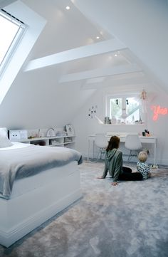 House of Philia - Sovrum Diy - Lilly is Love Attic Bedroom Ideas For Teens, Attic Bedroom Designs, Room Ideas Bedroom, Bedroom Decor, Loft Room, Bedroom Loft, Dream Bedroom, House Of Philia, Big Bedrooms