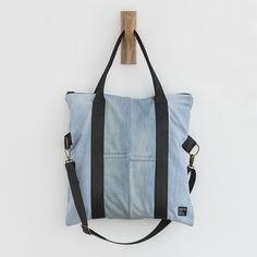 DENIM BAG  Compras en www.backtoeco.com o Pau Claris 91, Barcelona #denim #bolso #tote #reciclado #recycleddenim #tejano #upcycled  #funbacktoeco #backtoeco www.backtoeco.com Recycled Denim, Denim Bag, Gym Bag, Upcycle, Barcelona, Crochet, Pattern, Bags, Fashion