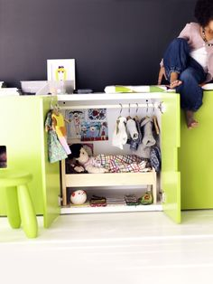 Make room for organizing play or playing that is organized. DUKTIG doll bed with bedlinen.