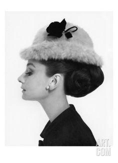 Art.fr - Regular Photographic Print 'Vogue - August 1964' par Cecil Beaton