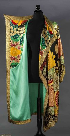 North America's auction house for Couture & Vintage Fashion. Augusta Auctions accepts consignments of historic clothing and textiles from museums, estates and individuals. Vintage Outfits, 1920s Outfits, Vintage Gowns, Mode Vintage, Mode Outfits, 20s Fashion, Kimono Fashion, Fashion History, Vintage Fashion
