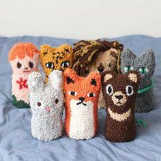 .안녕하세요!저희는 펀치니들에서 귀여움을 맡고 있는PTS(Punchneedle Toy Series)입니다~👶🏻🐯🦁🐱🐰🦊🐻.[펀치니들 인형 워크숍 / 묘미의 동물친구들]—————————————————8월 4일 토요일 부터 신청가능합니다.-【 요일 및 시간 】날짜 : 매주 화요일~일요일 오전반 : 11시-2시 오후반 : 3시-6시저녁반 : 7시- 10시-위클리 수업은 원하는 날짜와 시간을자유롭게 신청 가능합니다. 예시> 2회 수업신청시 : 8월 7일 오전반 + 8일 저녁반 OR8월 14일 + 21일 (화요일 / 오전반)-워크숍의 상세한 내용과 신청방법은블로그에서 확인 하실 수 있습니다.#studiomyome #스튜디오묘미 #punchneedle #펀치니들 #workshop #워크샵 #enjoy #new #hobby #핸드메이드 #인생 #취미 #일상 #연남동 #class #open #원데이 #위클리 #클래스 #toy #묘미프렌즈 Cute Crafts, Yarn Crafts, Diy Crafts, Latch Hook Rugs, Contemporary Embroidery, Punch Needle, Rug Hooking, Knitting Designs, Fabric Art