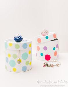 Esas cajitas de cartón comunes y aburridas pueden ser tus nuevos joyeros, organizadores de maquillaje o para materiales pequeños.