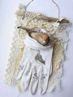 """Shabby Sweetness Nesting Bird"" Love This Glove With The Vintage Lace! Vintage Gloves, Vintage Lace, Vintage Heart, Fabric Art, Fabric Crafts, Gants Vintage, Decoration Shabby, Shabby Chic, Bird Crafts"
