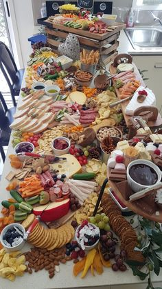 70 best Ideas for brunch ideas for a crowd parties bridal shower Party Food Platters, Cheese Platters, Antipasto, Charcuterie And Cheese Board, Charcuterie Platter, 21st Birthday, Birthday Table, Birthday Lunch, Grazing Tables