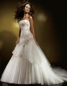 wedding dress #detail    www.offcampusapartmentfinder.com