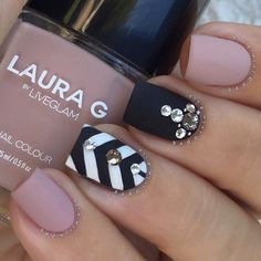 "Weekend glam #mattelife How stunning is @lauragpolish ""Fifth Avenue""?…"