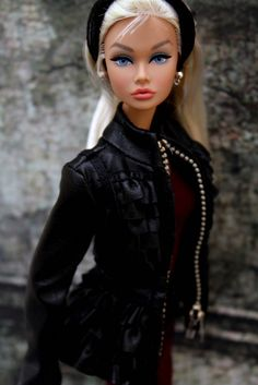 Barbie Dolls : Isn't she lovely………………………… Barbie Fashionista, Chic Chic, Barbie Dress, Barbie Clothes, Barbie Hair, Fashion Royalty Dolls, Fashion Dolls, Poppy Doll, Blue Poppy