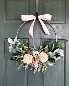 Spring wreath, Spring wreaths for front door, Summer wreath – DIY – Home crafts Wreath Crafts, Diy Wreath, Diy Crafts, Tulle Wreath, Budget Crafts, Wreath Hanger, Deco Table Champetre, Deco Studio, Deco Floral
