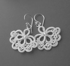 Pretty tatted earrings.  Beautiful tatting.  Wish there were patterns.