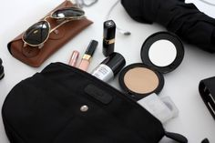 Homevialaura | What's inside my handbag | Insjö Inari bag in bag | cosmetics | Rayban Aviator