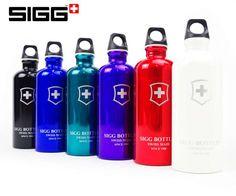 Wie lange prangt im Logo des bekannten Alu-Flaschen-Herstellers noch das Schweizerkreuz?  Auf der ganzen Welt sind sie beliebt und bekannt, auf keinerWanderung dürfen sie fehlen, auch auf der Schulreise sind sie der Klassiker: Die bunten Aluminium-Flaschen von Sigg, hergestellt in Frauenfeld TG. Heute sind die Mitarbeiter der Firma darüber…