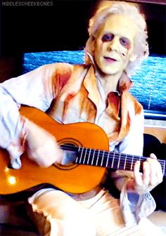 Ghost Thomas sings and plays Mumford and Sons on the set of Crimson Peak. Gif-set (by hiddlescheekbones): http://maryxglz.tumblr.com/post/155315876917/hiddlescheekbones-ghost-thomas-sings-and-plays