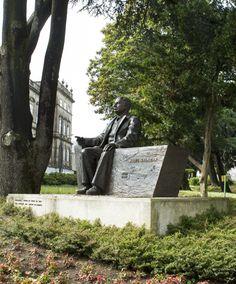 ABEL SALAZAR - Escultura em bronze. 2009