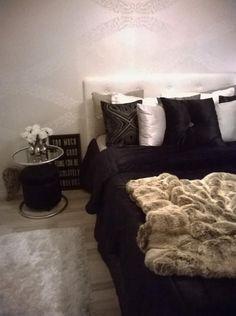 Elegant bedroom, black, white and brown, black bedspread, white wallpaper Black Bedspread, Bedroom Black, White Wallpaper, Bed Spreads, Black White, Elegant, Brown, Furniture, Home Decor