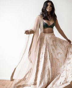 Style Aesthetic Dress 43 New Ideas Indian Bridal Outfits, Indian Fashion Dresses, Indian Designer Outfits, Indian Outfits Modern, Fashion Outfits, Indian Look, Indian Ethnic Wear, Indian Lehenga, Lehenga Choli