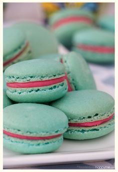 Bubble Gum Macaron 19 Sinfully Delicious Macarons That Are Almost Too Pretty To Eat Baking Recipes, Cookie Recipes, Dessert Recipes, Just Desserts, Delicious Desserts, Yummy Food, Macaroons Flavors, Macaroon Cookies, Desert Recipes