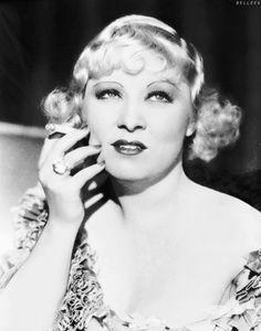 Mae West, 1933